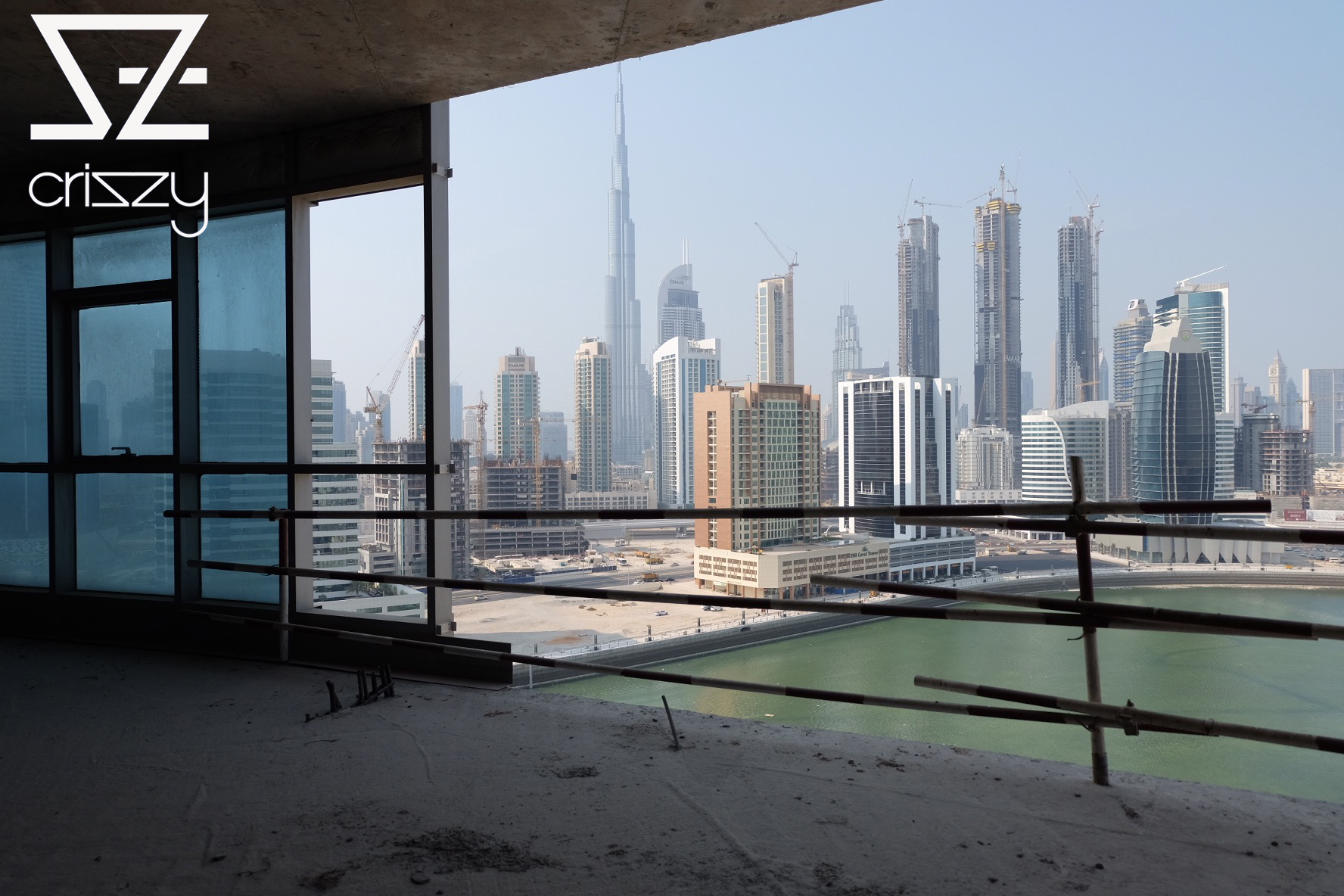 Dubai men fashion and architecture from the top and for Dubai architecture moderne